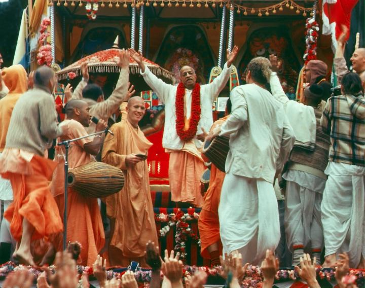 Srila Prabhupada Dances in Ecstasy at Ratha-Yatra Festival