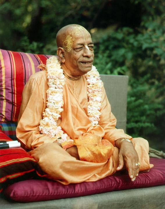 Prabhupada Chants Japa and Preaches to Disciples in Garden